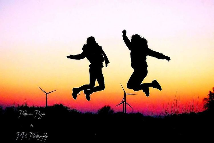 Friends Silhouette Two People Sunset Outdoors Sky Silhouettephotography Silhouettes Of People Silhouette Silhouette Photography Doughter  Magical Eyeemphoto EyeEm Team Check This Out Love❤ Hello World Enjoying Life Hi! Nature