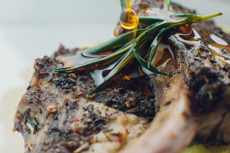 Close-up of roasted lamb chops in plate