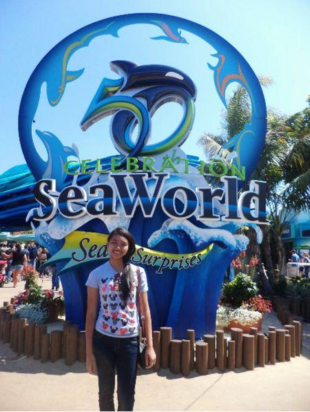 Seaworld San Diego Seaworld San Diego California USA United States Of America Traveler Travel Tourists Taking Photos