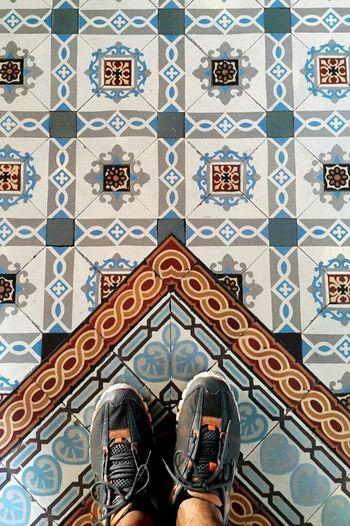 Flooring Tiled Floor Human Foot Floor Riodejaneiro Azulejo Hidràulic Ladrillos Tiles Azulejos Mosaic Floor Pisos Ladrilhos Pisohidraulico Mosaic Tiles Brazil Multi Colored Whereilive Brasil Myfoot Brasil ♥ Ondepiso Architecture And Art Decorated Rio De Janeiro Eyeem Fotos Collection⛵