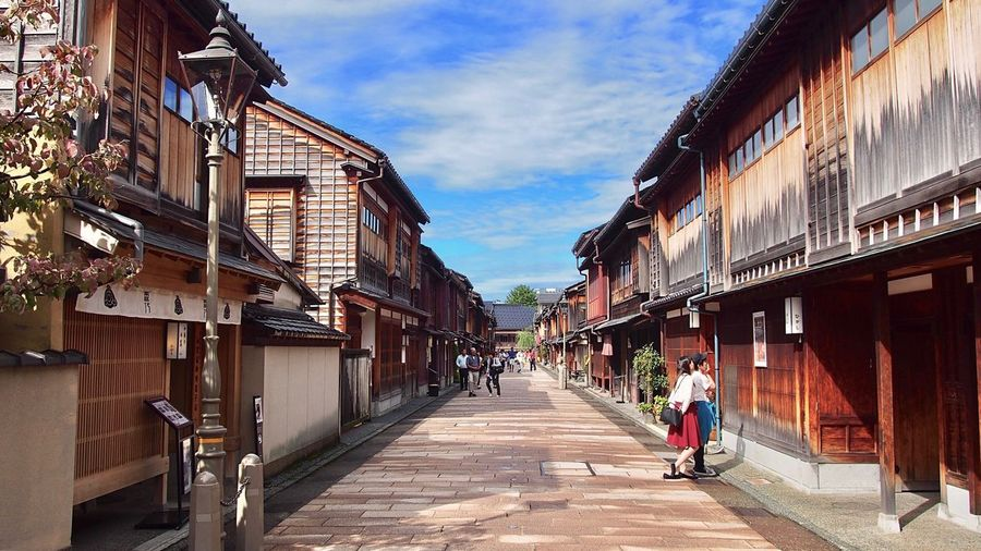 Higashi Chaya District The area still remains the atmosphere of 1820.🍵🇯🇵 Kanazawa Ishikawa-ken Hokuriku Japan Higashichayagai Historical Place Japanese Style Building Exterior ASIA TOWNSCAPE Sightseeing Travel Destinations Taking A Walk EyeEm Best Shots Feel The Journey Japanese Traditional Tradition Day My Point Of View Good Times ひがし茶屋街 金沢 石川県 北陸