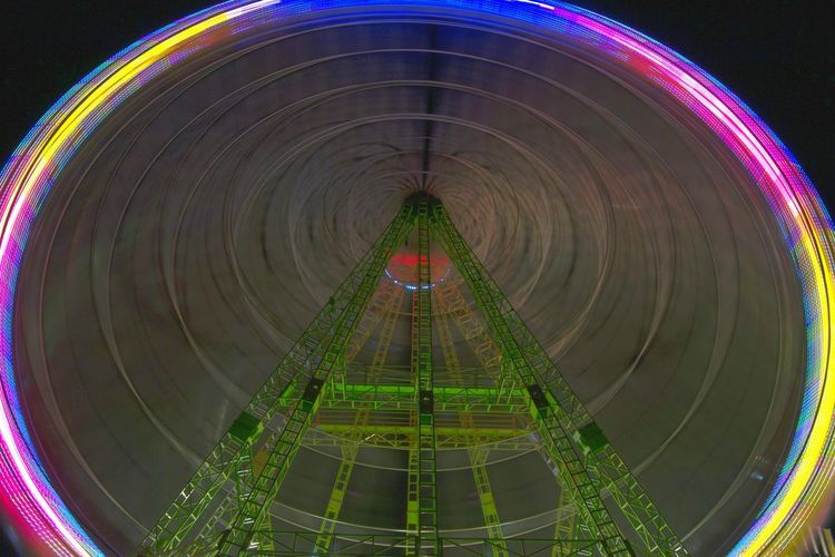 Circle Concentric Long Exposure Illuminated Night Outdoors People And Places Diversion Alicante, Spain Alicante Atraction Park Noria, Feria Noria Turning Multi Colored Park - Man Made Space Fun Amusement Park Ride Arts Culture And Entertainment Ferris Wheel Amusement Park City Speed Light In The Darkness Lights