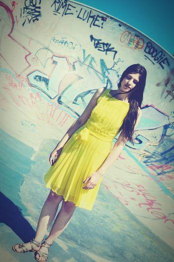 Caro TwentySomething Streetphotography Youth Skatepark Fashion Yellowgirl Yellow Summer Graffiti Fujifilm X-E2