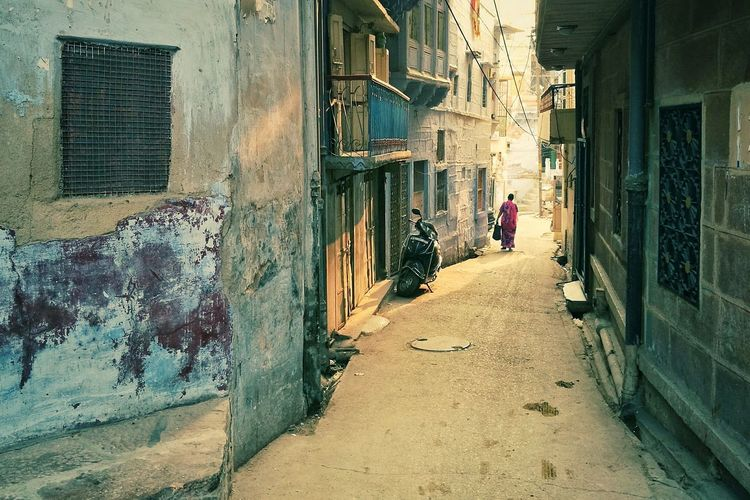 Walking Home Alone Alley Alleyway Alone Lonely Alone In The City  People City Walking Home Huawei Smartphones Huawei_P9 P9 Plus Finding New Frontiers Architecture Lifestyles Walking Real People One Person Woman No Fear Building Exterior Built Structure Men Women Outdoors Day