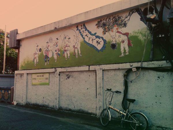 Mural Taking Photos Ontheroad in Jeonju 전주 한옥마을
