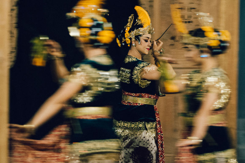 Art Is Everywhere Close-up Dancers Dancing Indoors  Motion Blur Night Performing Arts Event Real People Selective Focus Serimpi Slow Movements Srimpi Dance The Photojournalist - 2017 EyeEm Awards BYOPaper!