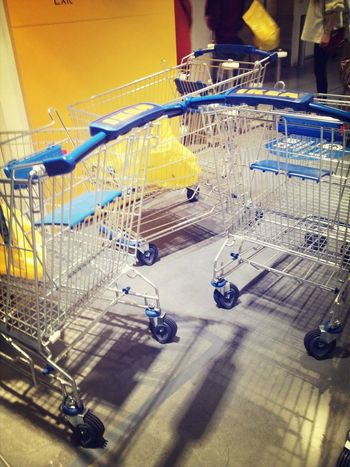 假日多人的IKEA......
