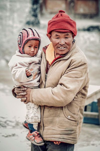 Himalaya Himalayan Street Photography Streetphotography Street Nepal Upper Mustang Tibetan Village Tibetan  Tibet Two People Winter Warm Clothing Males  Childhood Togetherness Child Family Men Emotion Cold Temperature Clothing Females Real People Bonding Love Portrait Women Positive Emotion Daughter EyeEmNewHere The Portraitist - 2018 EyeEm Awards