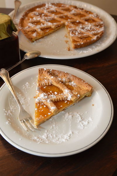 apricots marmalade cake crostata di marmellata albicocche Plate Sweet Food SLICE Dessert Cake Apple - Fruit Table Indoors  Homemade Baked Fruit Food Food And Drink Apple Pie No People Sweet Pie Close-up Tart - Dessert Ready-to-eat