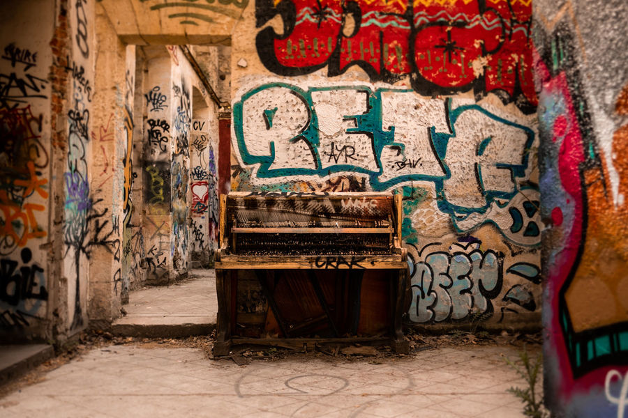 Old piano in awesome Darwin Eco-système district in Bordeaux, France. Architecture Bordeaux City Darwin France Graffiti Junk Piano Travel Travel Photography Built Structure Creativity Fujifilm Fujifilm_xseries Graffiti History Lost Places Lostplaces Mural No People Paint Street Street Art Street Photography Streetphotography