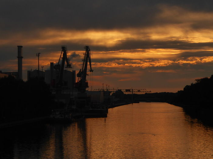 Perfect moment🙄.. almost perfect, someone is missing Am Mittellandkanal In Hannover I Love My Neighbourhood Good Night&sweetest Dreams 🦄 Beauty In Nature Simple Beauty Simple Photography Exceptional Photographs Happy Moment♥ Capture The Moment Celebrate Life Lucky Me🦄 Love Is The Answer Thankful🦄 Life Is Motion Beautiful Light Mood Captures Sooo Romantic 😍 Water Nautical Vessel Factory Sea Industry Sunset Oil Industry Gas Business Finance And Industry Oil Pump