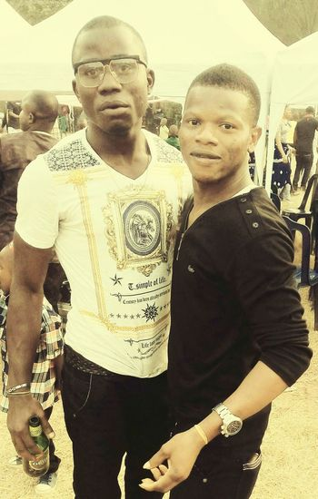 Chilling out with my friend man pass man!!!