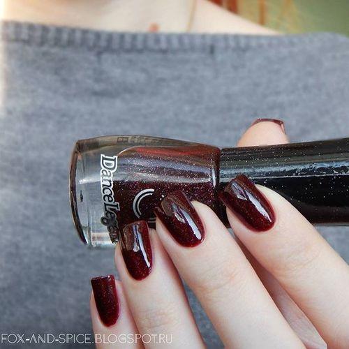 Для нелюбителей ламповых фото :) при естественном свете лак Dancelegend Sparkycollection 02 выглядит, конечно, не так ярко :) Но мне понравился ;) 😍 -------------------- 🇺🇸 2 layers Dancelegendsparky 02 no top coat 😉 -------------------- Notd Nails Nailstagram Nailpolishswatch Instanail Nailporn Polishaddict Nailartgalery Polishswatch Polishaholic Instanails Nailfoto Showmynails Simplynotlogical Nailswag Nailvarnish маникюр  Nailpolishaddict Naillaquer Nailsoftheday Nailblog Nailblogger тегсообществанейлру маникюрныйинстаграм мирдолжензнатькакогоцветамоиногти
