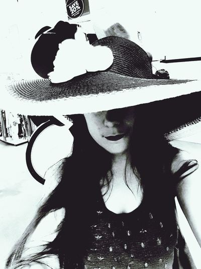 Lifestyles Leisure Activity Headshot Young Adult Big Hat Young Women Person Long Hair Day Person Carefree