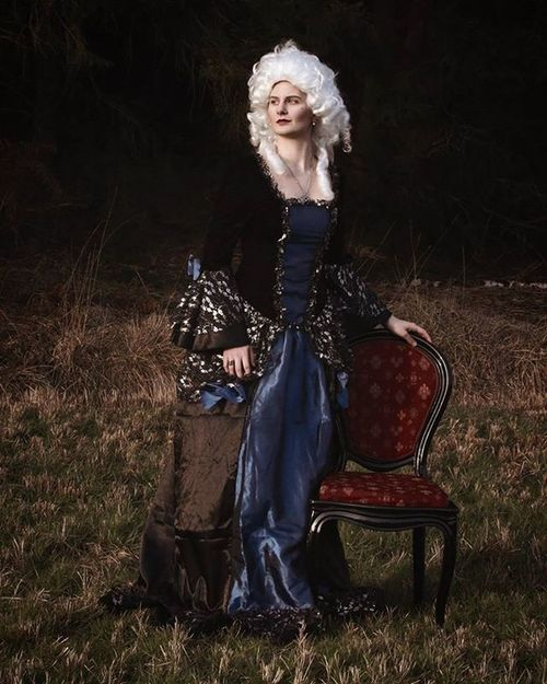 Haha! I love Costume Shootings 😊😁 Historicalcostume Baroque Costumeshooting GreatWeather Greatweekend Photooftheday Photographylovers Canoneos70D Wig Whitehair Baroquedress Black Blue Oilpainting Marieantoinette Versailles France Baroquebeauty Baroquestyle Rococo Longdress