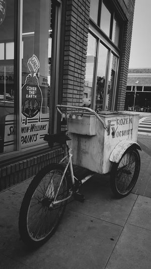 Taking Photos Hello World Newbike Icecream🍦 Blackandwhite California Downtown Orangecounty  SantaAna Steetphotography
