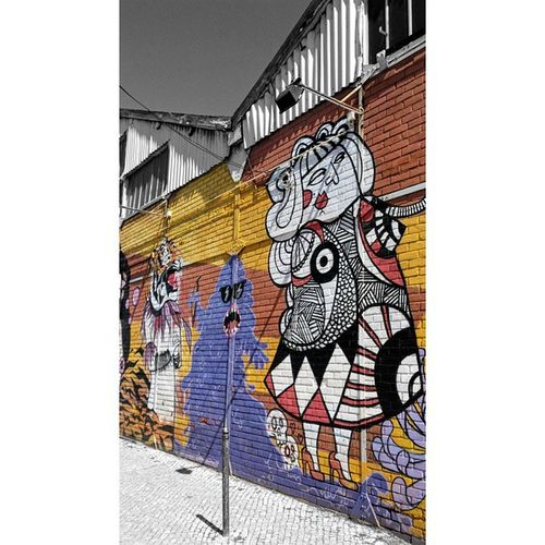 True urban art! Lx Amaralrepresent Photooftheday Vscocam Art Illustration Drawing Draw Picture Artist Sketch Sketchbook Paper Pen Pencil Artsy Instaart Beautiful Instagood Gallery Masterpiece Creative Photooftheday Instaartist Graphic graphics artoftheday