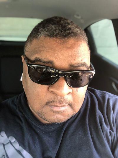 Hope you're having a good weekend so far. Selfie ✌ Headshot Sunglasses Front View Portrait Close-up