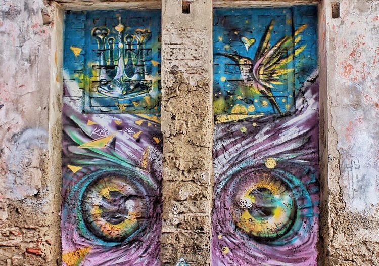 Graffiti Graffiti Art Graffiti Wall Day No People Outdoors Close-up Architecture Built Structure Tree