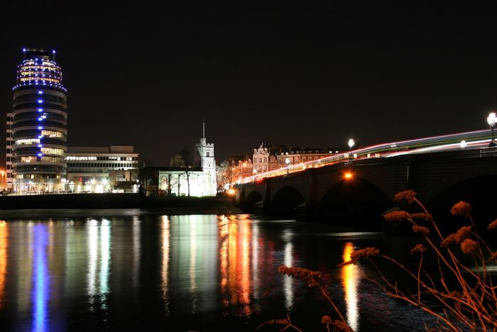 #london #putney #thamesriver Architecture Arts Culture And Entertainment Built Structure City Engineering Exposure Glowing Illuminated International Landmark Long Exposure Night River Speed Water Waterfront Putney