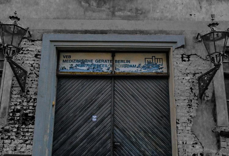 Is this door open? Architecture Germany Photography Blackandwhite Photooftheday Madeingermany Letsgosomewhere EyeEmNewHere Coloursplash Blackandwhitewithcolor  Wanderlust Old Buildings Door Potsdam Deutschland Bnw Fotografie Throwback Traveling