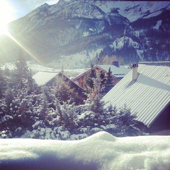 Vue De La Chambre neige ski vacances noël serre chevalier sapins froid paysage magnifique montagne parfait instamoment