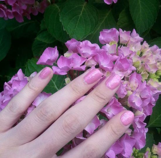 Pink and sparkly nails :) Pink Pink Flowers Pinknails Nailvarnish Pretty Beautiful
