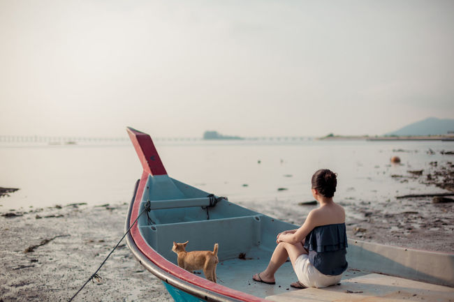 Sitting One Person Relaxation Sea Water Outdoors Tranquility Cat Capture The Moment Cat♡ Calm Sea JustMe Portrait Seascape Photography EyeEm Gallery
