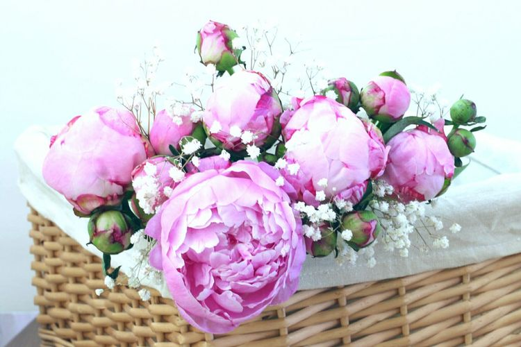 Flowers, Nature And Beauty Enjoying Life Flowers In Basket Peony Flower Mix Flowers Pink Flowers Sweet Moments Sweet♡ Love ♥ Sweet Dreams