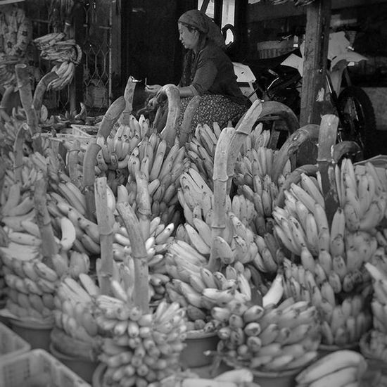 Bananas. POTD Saturday Weekend Pasuruan fruits fruitmarket banana eastjava jawatimur indonesia bw_indonesia blackandwhite blackandwhitephotography colorless world_bnw bw_awards insta_bw bnw_planet ae_bnw bnw bnw_society bwstyles_gf bnw_diamond bnw_life rsa_bnw blacknwhite_perfection