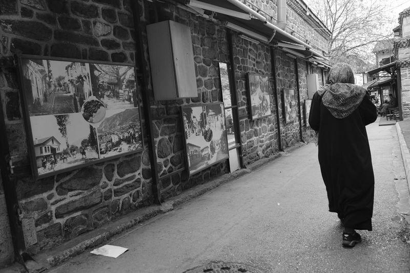 Streetphotography Streetphotography La Strada Old Woman Blackandwhite Live Life Street Life Hijab Castle New Life Freedom Love Hello World