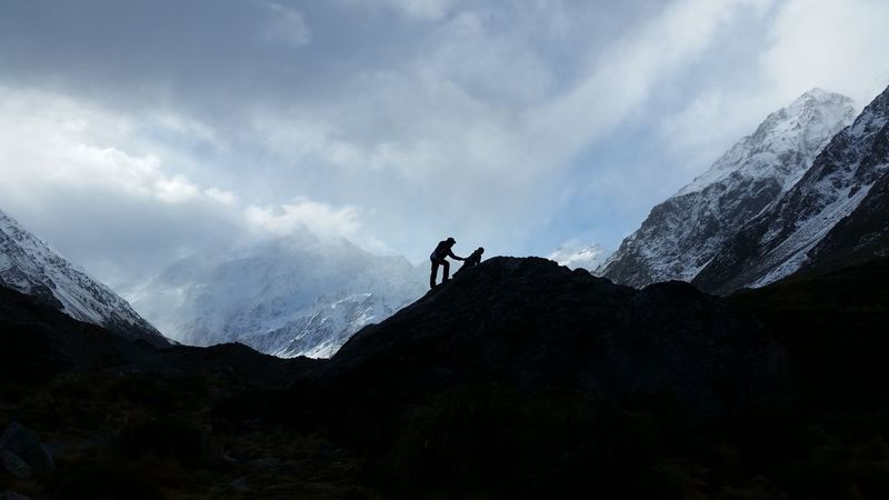 Mountain Hiking Climbing Mountaineers Landscape Silhouette New Zealand Scenery
