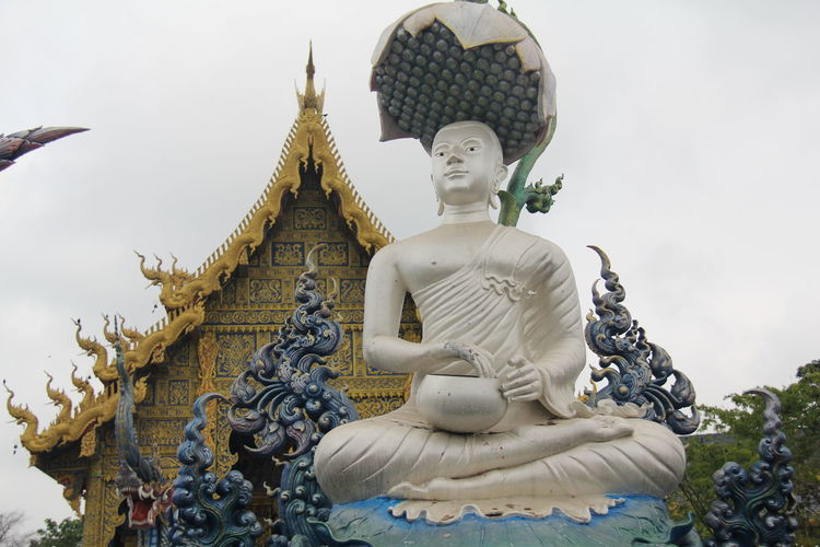 Thailand Thailand_allshots Thailandtravel Thailand Photos Thailand🇹🇭 Temple - Building Templephotography Buddhism Buddhist Temple BUDDHISM IS LOVE Chiang Mai | Thailand Chiangmai Chiang Mai Thailand Sculpture Representation Statue Spirituality Religion Human Representation Belief Male Likeness Art And Craft Built Structure Architecture Place Of Worship Creativity Building No People Sky Day Idol Angel