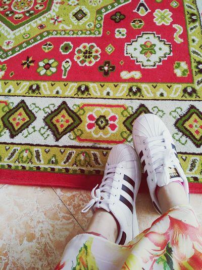 too lazy too wear high heels. 😆😎