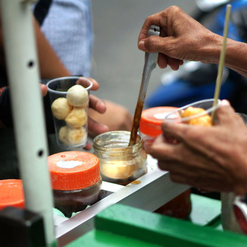 """Fishball a staple Filipino snack sold by """"Manongs"""" vendors along the streets whether it be the outskirt provinces or the capital city. All walks of life will hail the man the wheels the fish ball cart for an afternoon snack. Manila, Philippines Philippines Snack Street Food Worldwide Street Life Street Vendor Close-up Day Filipino Food Filipino Street Food Fishball Food Foodphotography Street Food Streetphotography Streetside Vendors On Wheels Working"""