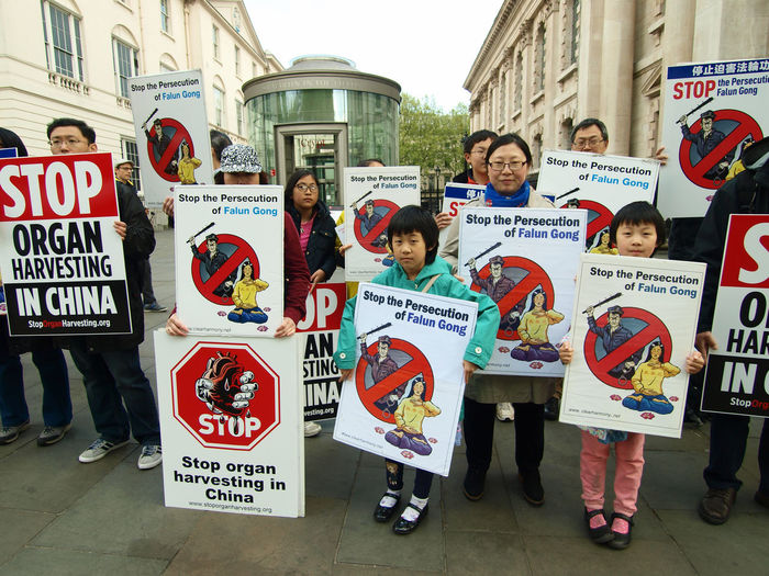 Falun Gong protest London 22-04-2017 Falun Gong London London News Olympus Protest Protesters Steve Merrick Stevesevilempire Zuiko