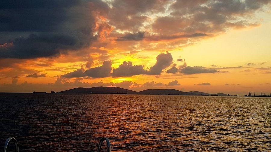 İstanbul Sunset Twilight No Filter, No Edit, Just Photography Sea Boats⛵️ Colors Istanbul Autumn Beauty Sunset Cloud Cloud - Sky Island Princess Island Adalar Marmarasea Marmara Kartalsahil