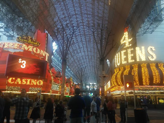 FremontStreet Fremontstreetexperience Taking Photos Hanging Out Enjoying Life Check This Out Amazing View Amateurphotography Amazing Places