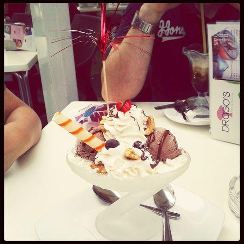 Disfrutando de un heladito
