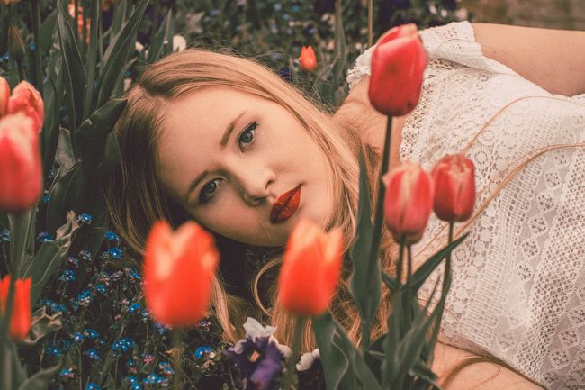 Portrait Young Adult Young Women One Person Beautiful Woman Happiness Close-up Outdoors Flower Model Blonde Photooftheday Springtime The Portraitist - 2017 EyeEm Awards Summer Photoshop Photoart Outdoor Photography Photography Photographer Photo Of The Day Photoshoot Plant Nature Beauty