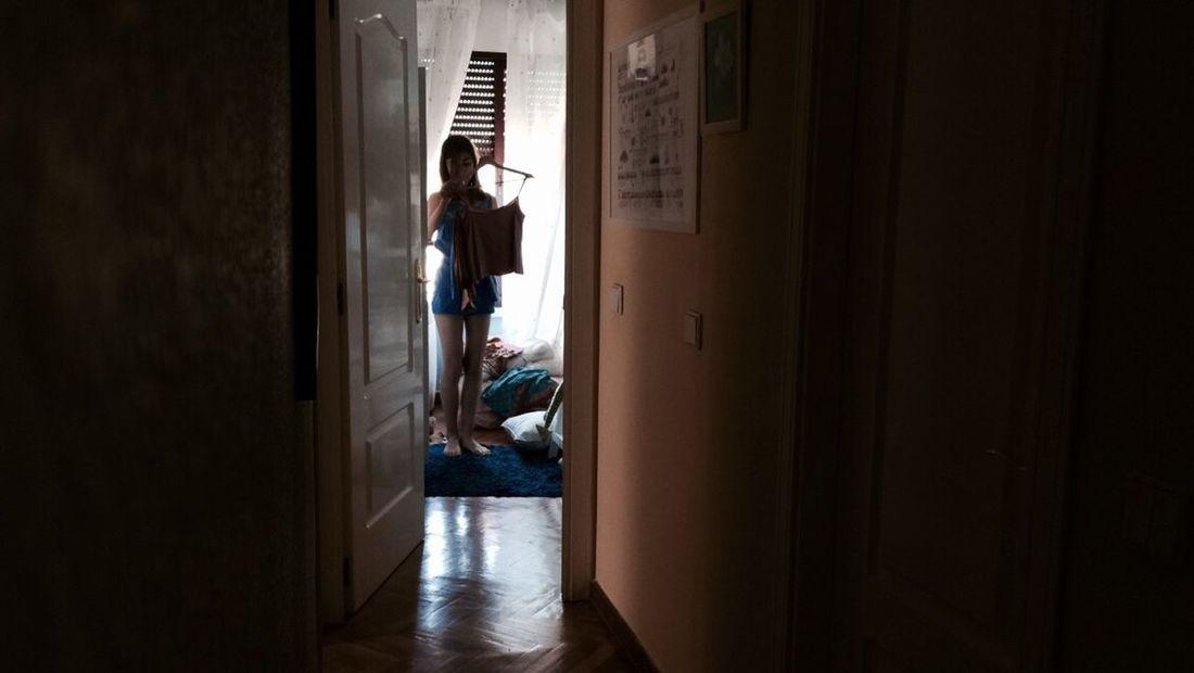 Escogiendo Ropa Clothes en Casa Home 👗🏠 Luces Y Sombras Light And Shadow Contraste Contrast