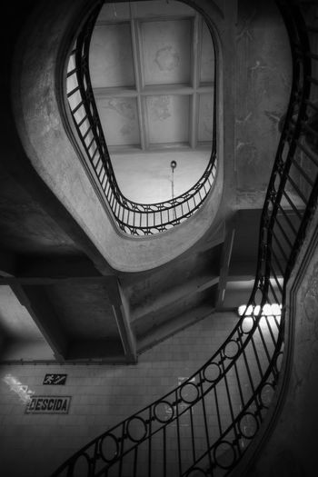 Spiral Architecture Building Mercado Do Bolhão Spiral Blackandwhite Black And White Blackandwhite Photography City Life No People Building Story Bnw Streetphotography Architecture Architecture_collection Old Buildings Old Town Old Architecture Architecturelovers Stairs Travel Destinations Travel Spiral Staircase Hand Rail Stairs Steps And Staircases Spiral Steps Spiral Stairs Staircase High Angle View