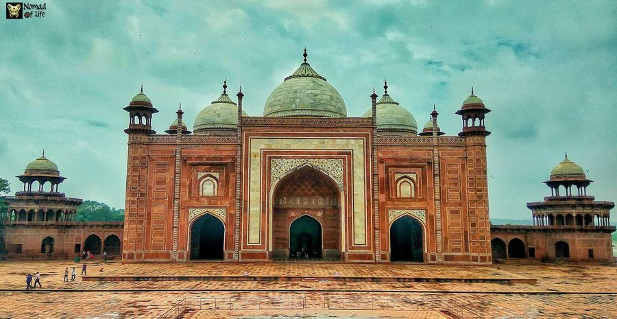 Standing strong even after hundreds of years 🇮🇳 Dome Travel Destinations Architecture Built Structure Outdoors Day No People Sky Taj Mahal, Agra Travelgrams Photography Tranquil Scene Traveldiary2017 Eyeemphotography Global Communications Travel Building Exterior Cloud - Sky Tourism History Spirituality Taj Mahal Symmetry Architecture Wanderlust