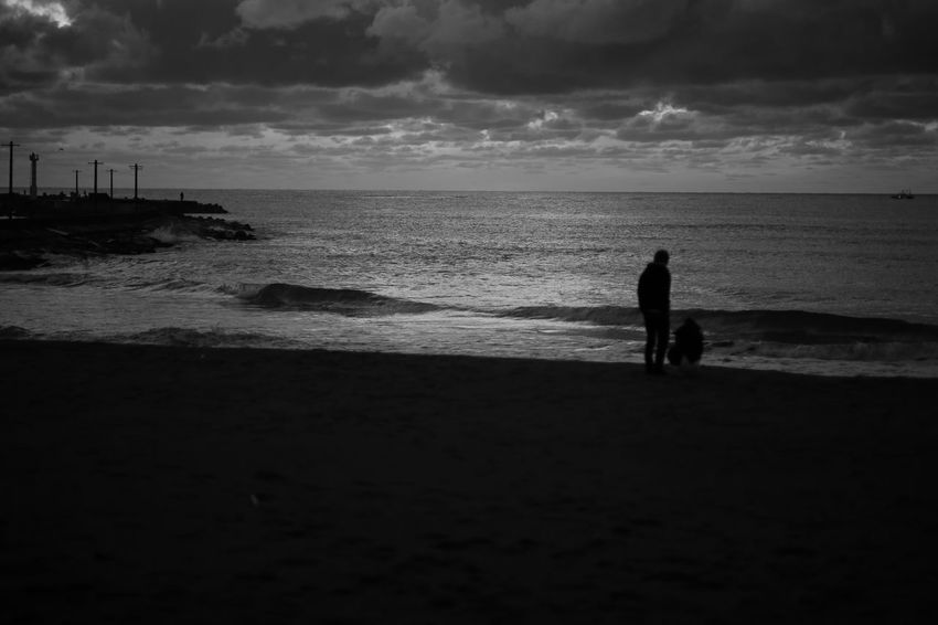 Just two of us. Life Is A Beach EyeEm Nature Lover Monochrome Fukui Japan Canon5Dmk3 CarlZeiss Planar Horizon Over Water Silhouette Cloud - Sky Two People Blackandwhite Clouds And Sky Sea Side