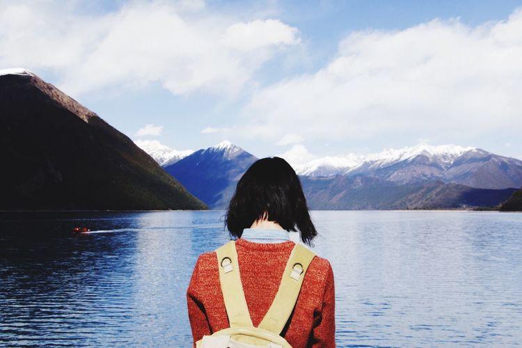 Tibet Relaxation Headshot Rear View Women