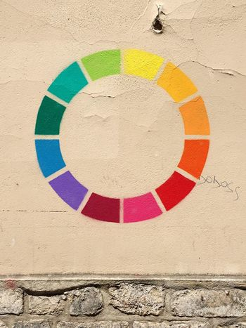 French Streetart with Colour Circle