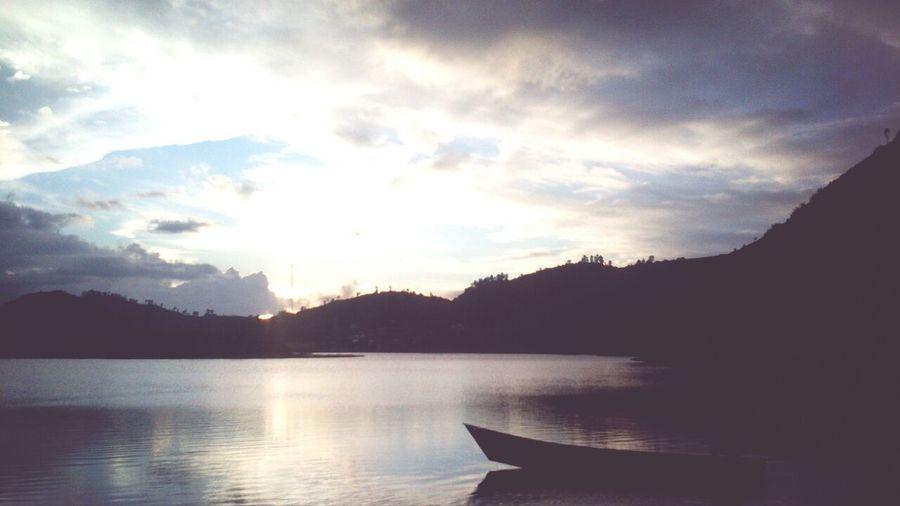 Siluete Sunset #sun #clouds #skylovers #sky #nature #beautifulinnature #naturalbeauty #photography #landscape Cebonganlake