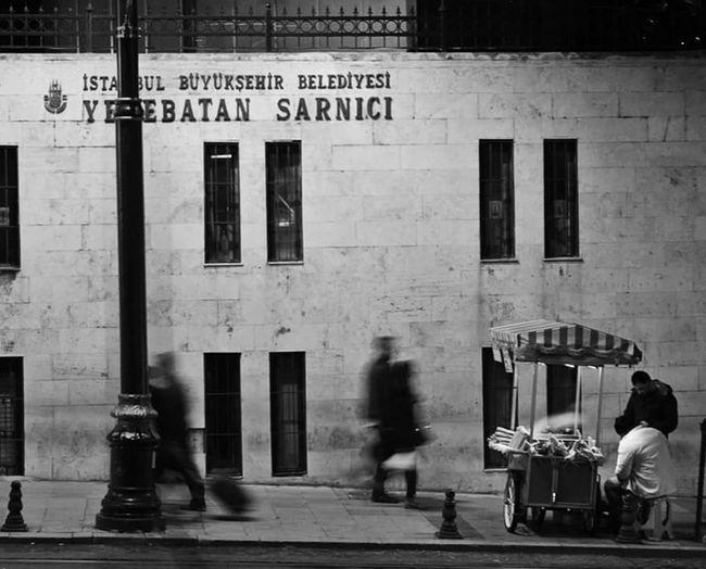 Blackandwhite Blackandwhite Photography B&w Street Photography B&w Photography Streetphotography Streetphoto_bw Streetsofistanbul Istanbul Turkey Istanbuldayasam Istanbullovers Yerebatan Sarnıcı Street Life People And Places
