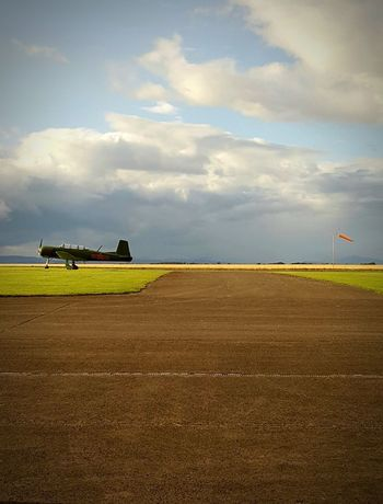 Low Light Grainy Images Samsung Galaxy S6 Airport Runway Old Plane Scotland Grass Sky Smartphonephotography Old War Plane
