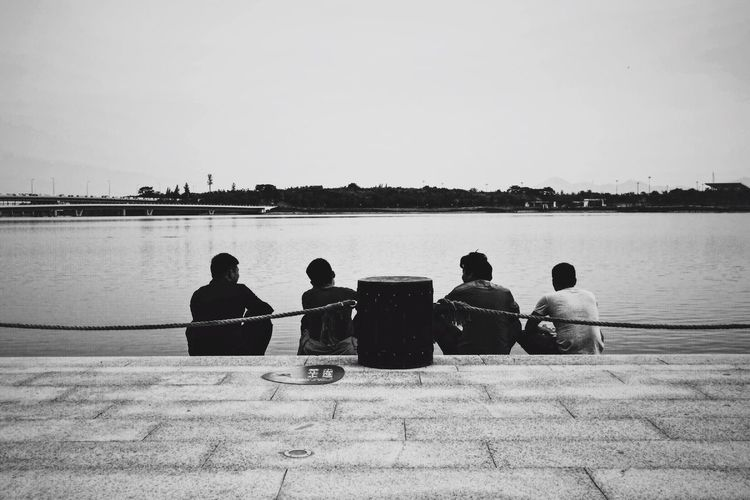 Bro Bro Friends Friendship Brother Forever Young Chat Water City Relaxing Four People Life Happiness Shenzhen The Park Quiet Moments Quiet Canon M5 EOS Capture The Moment